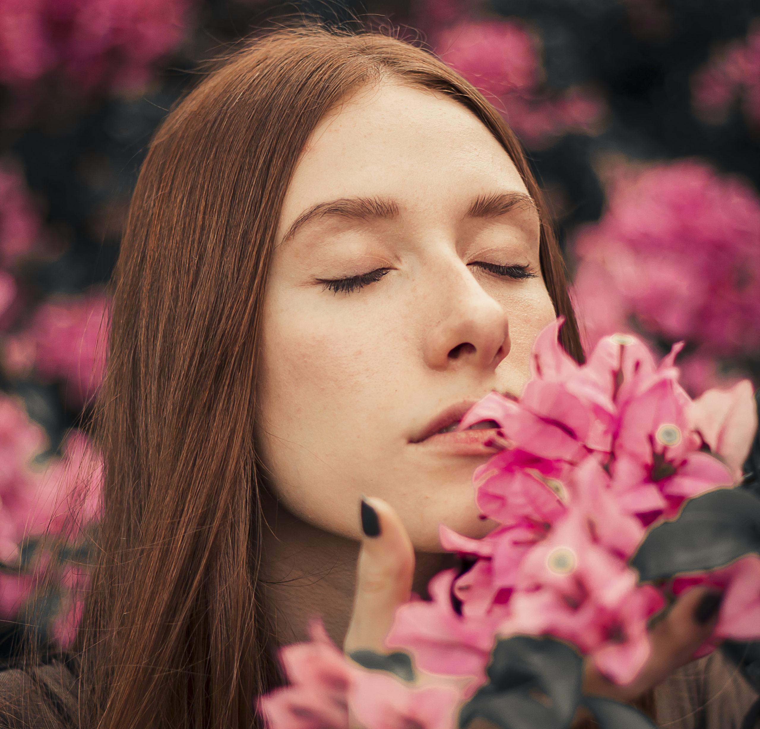 Rinoplastia masculina beautiful-woman-bloom-blooming-1982821-scaled