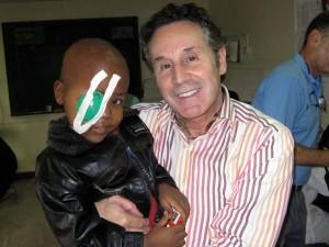 Cirujanos Plástikos Mundi en Kenia - Instituto Perez de la Romana